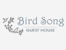 Bird Song Guest House - Bird Song Guest House in Bloemfontein offers affordable self-catering accommodation.  We are located near the Free State University, Grey College, Eunice High School, Free State Stadium, Universitas, Mediclinic and Rosepark Hospitals.