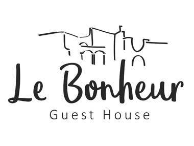 Le Bonheur Guest House - Come and enjoy peace and nature in the middle of the city with a friendly and graceful atmosphere. Cleanliness, comfort, space and secure parking are our forte. Le Bonheur is ideal for travelers, families and corporate visitors.